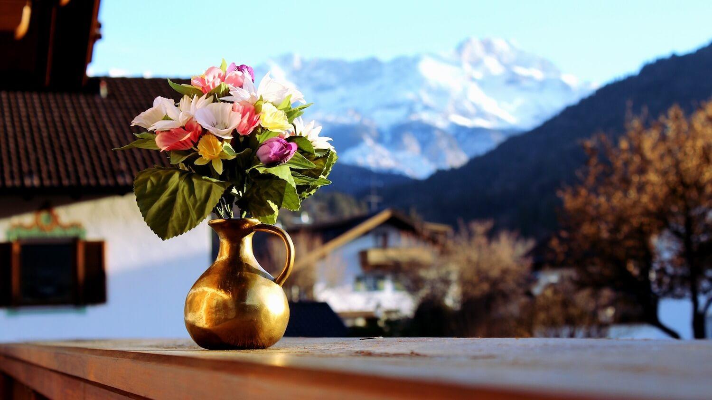Chcesz zacząć sprzedawać sztuczne piękno? Dowiedz się, o czym musisz pamiętać przed otwarciem hurtowni sztucznych kwiatów.