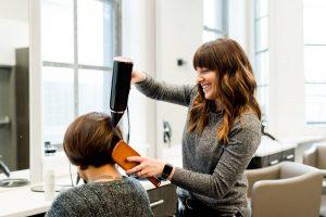 Zarobki fryzjera po zawodówce